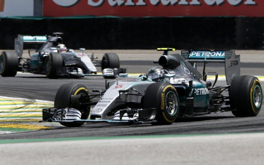 Nico Rosbergas vėl aplenkė Lewisą Hamiltoną