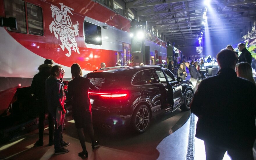 "Netradicinis ""Porsche Cayenne"" pristatymas Lietuvoje"