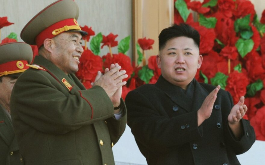 Ri Yong-Ho (Ri Jong Ho) ir Kim Jong Unas (Kim Čen Unas)