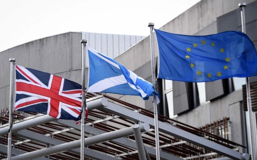 Vėliavos prie Škotijos parlamento