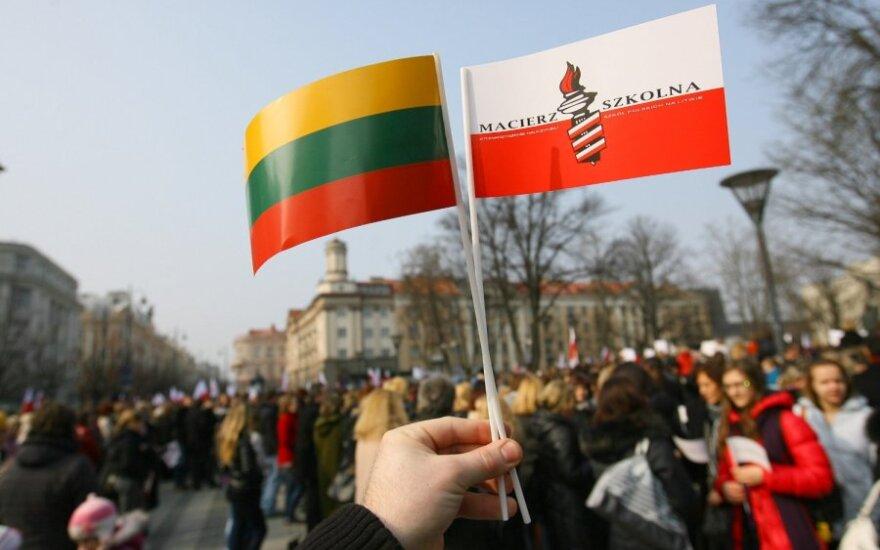 Protestuoti dėl tautinių mažumų švietimo susirinko keli tūkstančiai žmonių