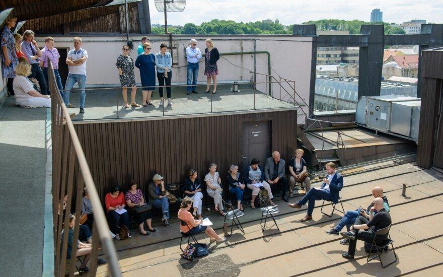 Spaudos konferencija ant LNOBT stogo