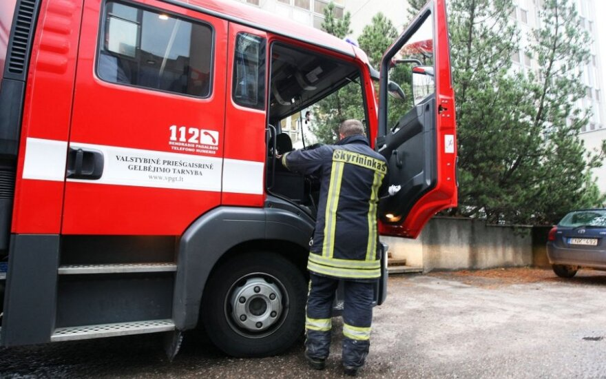 Mįslingas įvykis Panevėžyje: prisilietus prie gyvatvorės moterį nudegino neaiški medžiaga