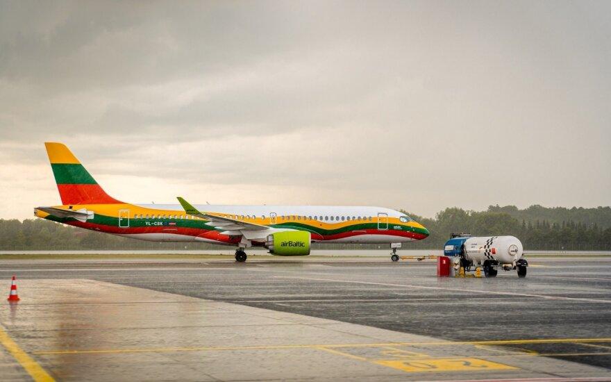 Lietuviškomis spalvomis išgražintas lėktuvas Vilnius