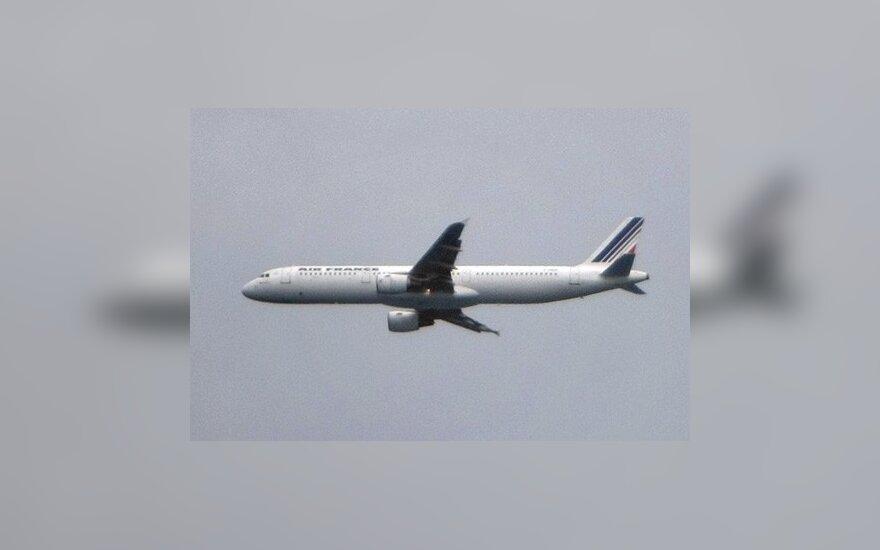 """Sulaikyta """"Air France"""" reisų miegančius keleivius apvaginėjusi stiuardesė"""
