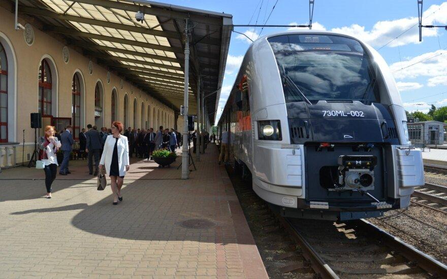 Nemaloni kelionė traukiniu: karštą vasaros dieną teko ieškoti šiltų rūbų