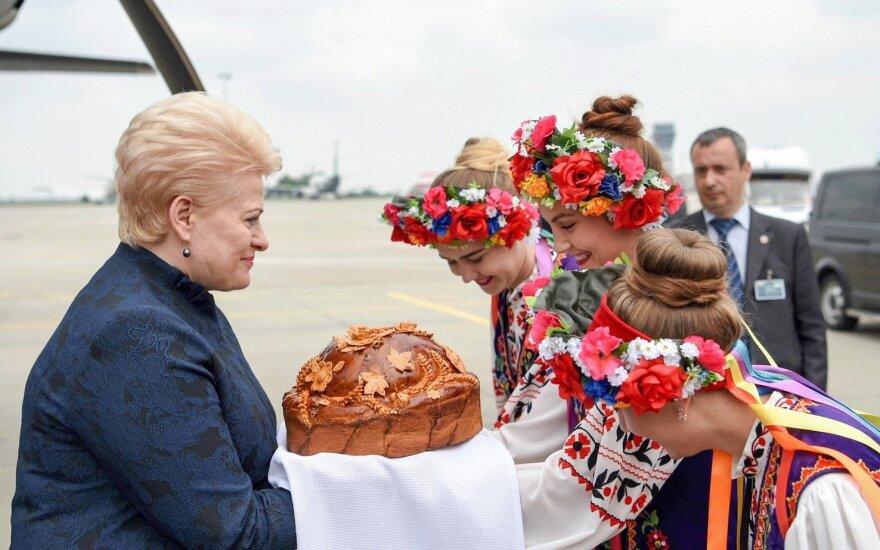 Dalia Grybauskaitė in Ukraine. Foto - lrp.lt