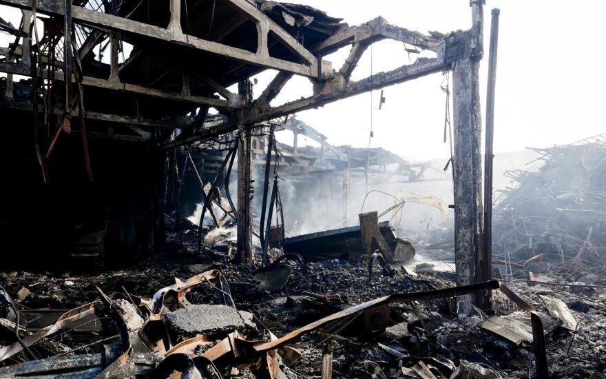 Ministerija siūlo du variantus, kaip išleisti užterštą vandenį iš gaisravietės Alytuje