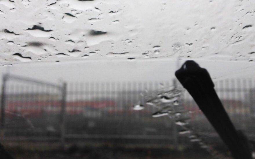 Orai: rūkas, dulksna, krituliai