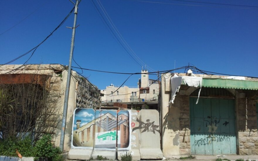 Užtvertas praėjimas žydų nausėdijos link Hebrone
