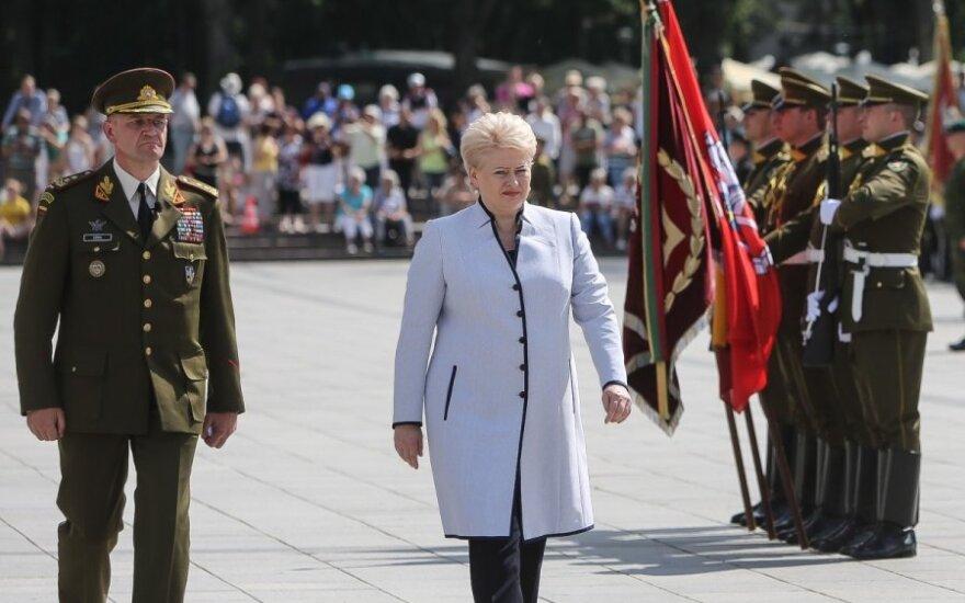 D. Grybauskaitė kariams: privalote būti geriausi