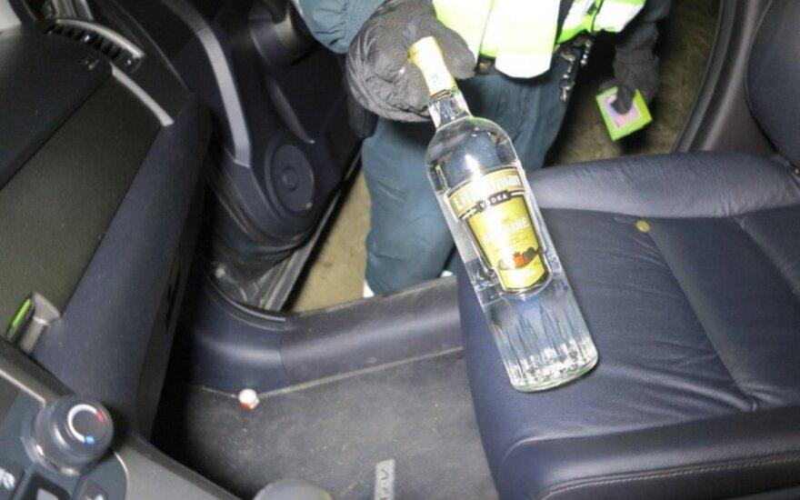 Stulpą nuvertęs girtas vairuotojas tą pačią dieną vėl įkliuvo policijai - pėsčias, bet dar girtesnis