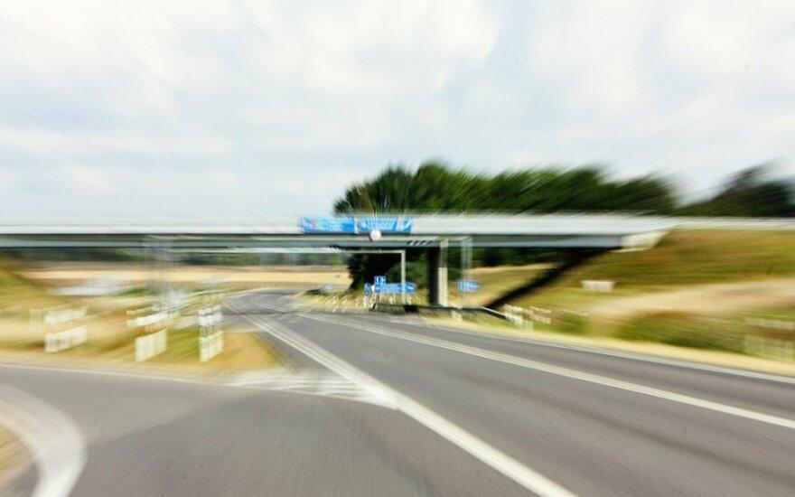 Kada į avariją patekę automobiliai patys ims šauktis pagalbos?