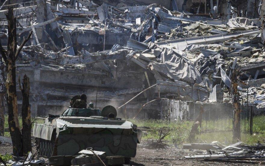 Karšta naktis Ukrainoje: iki paryčių aidėjo tankų ir minosvaidžių šūviai