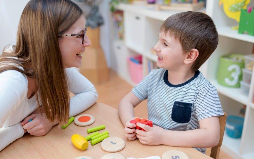 Kas išduoda, kad vaikas pradės mikčioti?