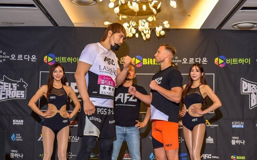 Choi Hong Manas (kairėje), Davidas Mihajlovas