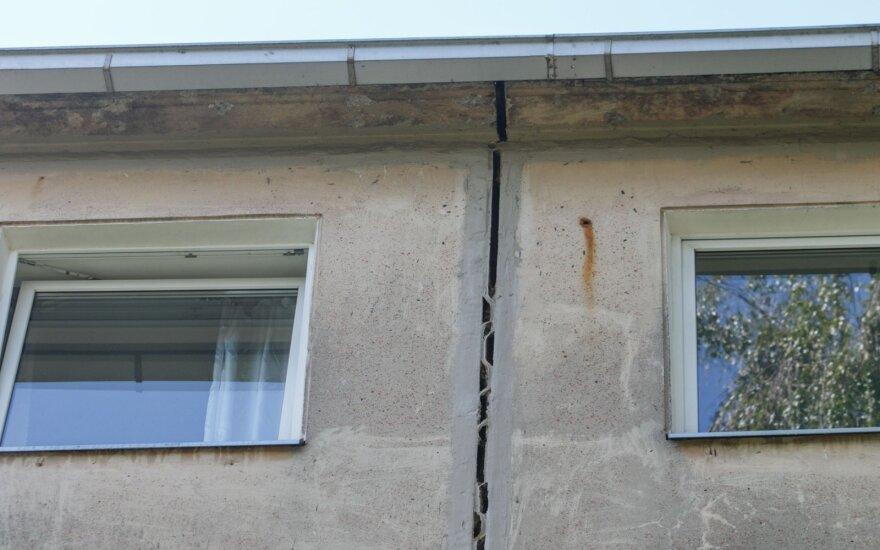 Iš griuvusio daugiabučio Kaune evakuoti gyventojai galės į jį sugrįžti