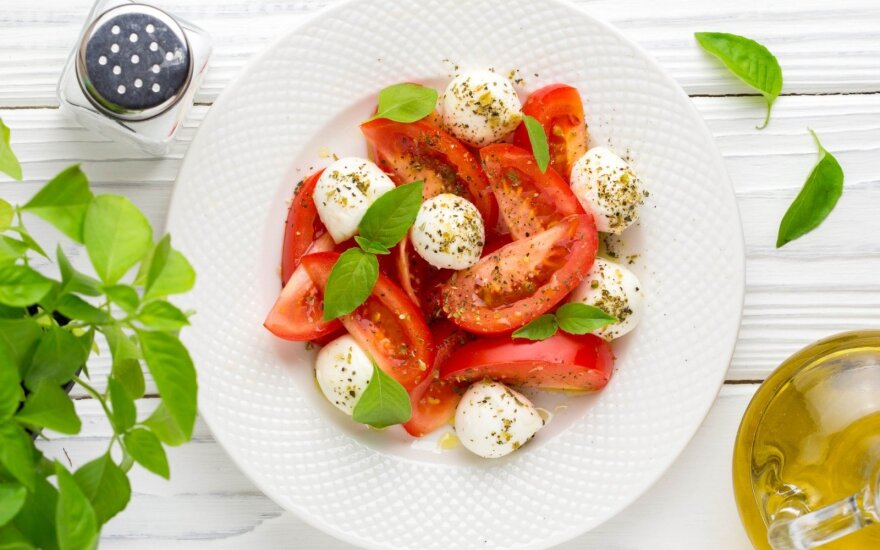 """Šefas siūlo """"sulietuvinti"""" tradicines itališkas salotas"""