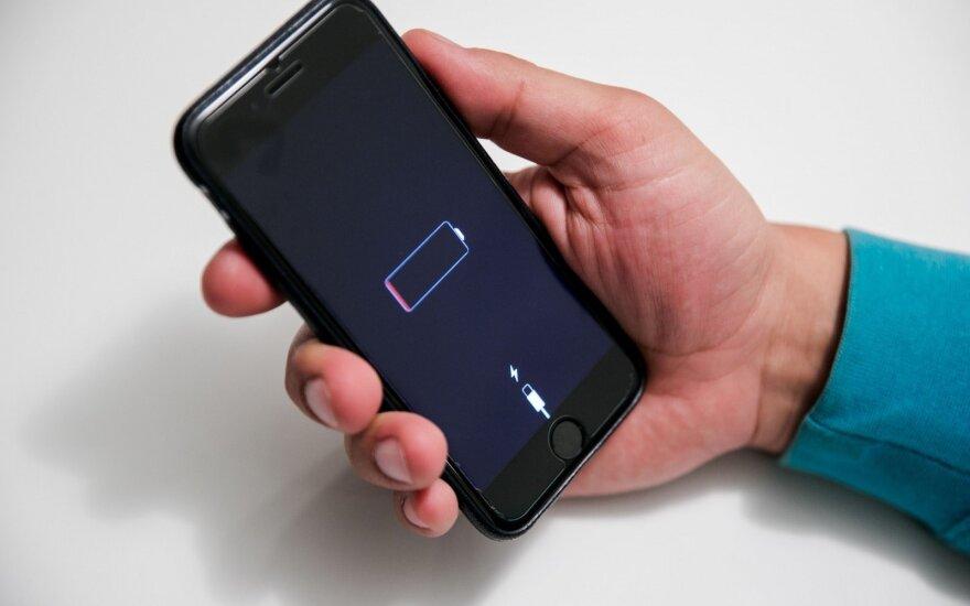 Ką daryti, kai nėra kur įkrauti telefono: patarimai, kaip prailginti baterijos darbo laiką