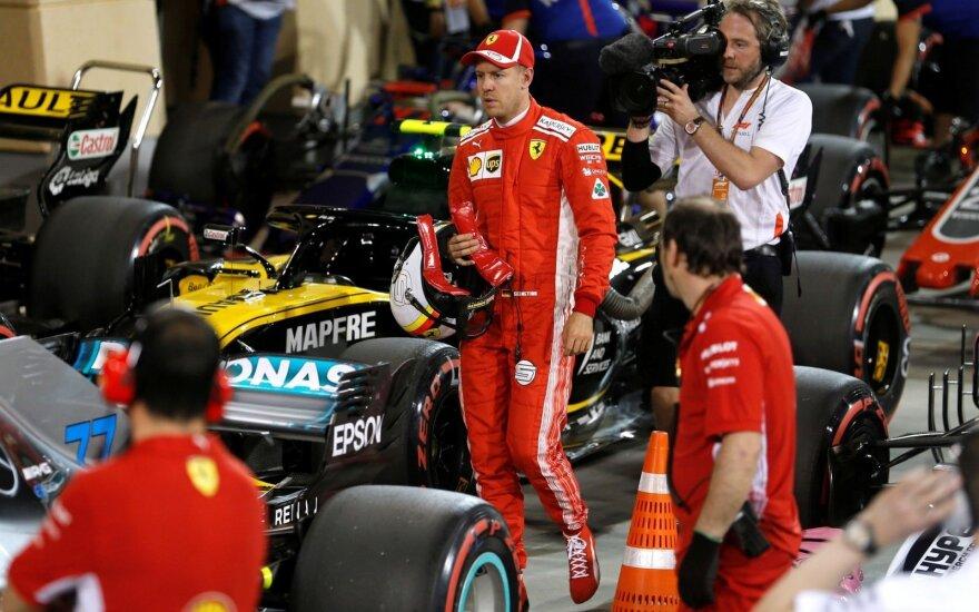 """""""Formulės-1"""" lenktynes Bahreine iš pirmos vietos pradės Vettelis, o Hamiltonas – tik devintas"""