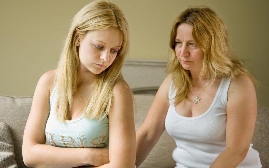 """Kovos su smurtu grimasos: paaugliai tėvams grasina """"padvalu"""""""