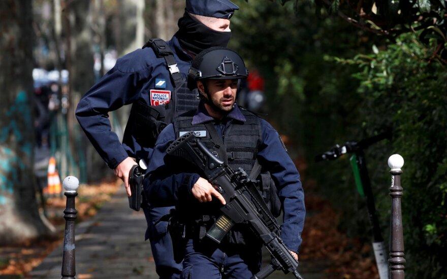 """Prie buvusios """"Charlie Hebdo"""" redakcijos peiliu subadyti keturi žmonės"""
