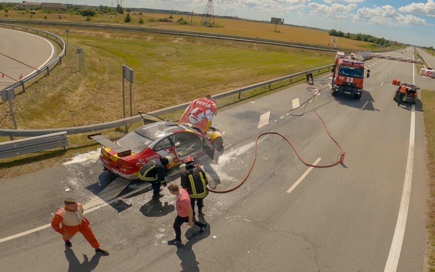 1006 km lenktynių treniruotės metu užsidegė automobilis / Armino Volskio nuotr.