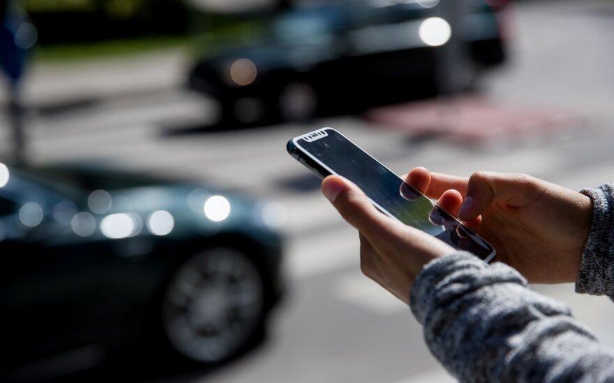Sukčiai vėl platina neva iš banko siunčiamas SMS žinutes