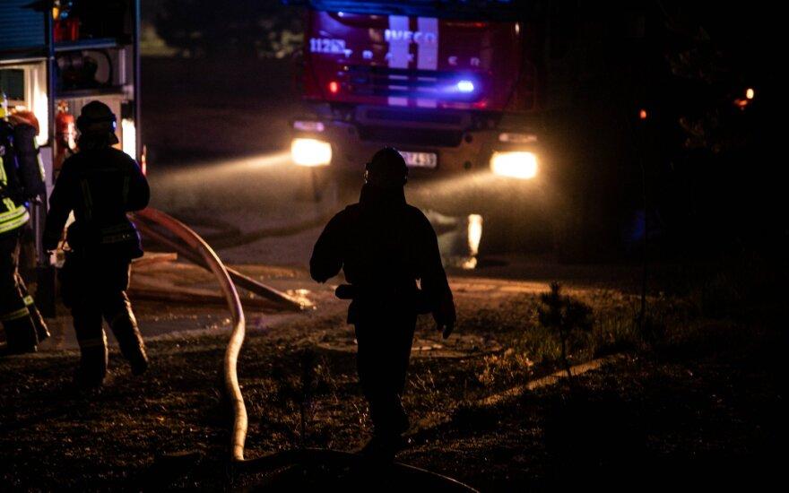 Vilniuje ir Šiaulių rajone siautėjo padegėjai: suniokojo du automobilius