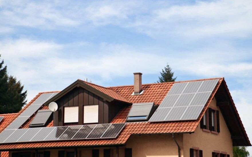 Ar bus leista paprastam žmogui užsidėti ant stogo saulės baterijas, bus nuspręsta Seime vyksiančiame balsavime