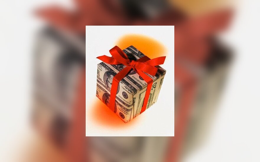 dovana, labdara, pinigai
