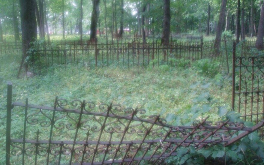 Pasibaisėjo: kapinės virto šabakštynu