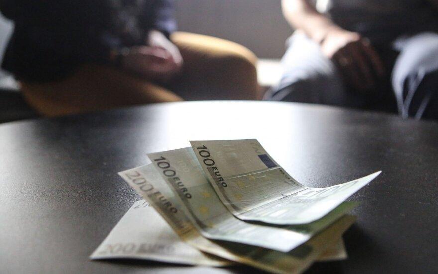 Pasiūlymas viešinti atlyginimus įgauna kitą atspalvį