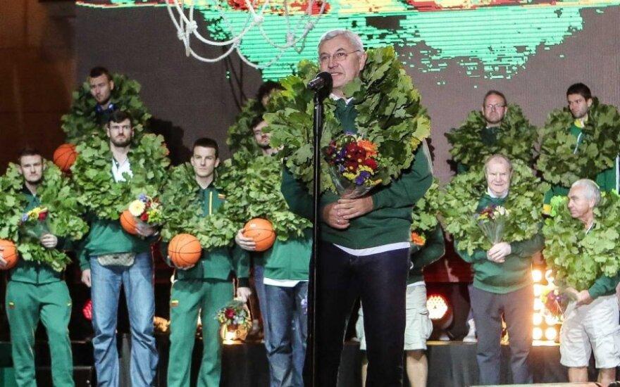 Į Lietuvą be medalių, bet su šypsenomis grįžę krepšininkai: mes labai stengėmės