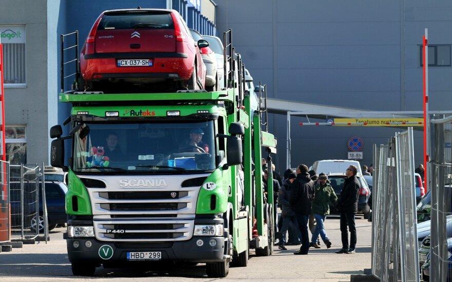 Lietuviai šluoja automobilius JAV: baiminasi, kad kainos gali šokti aukštyn