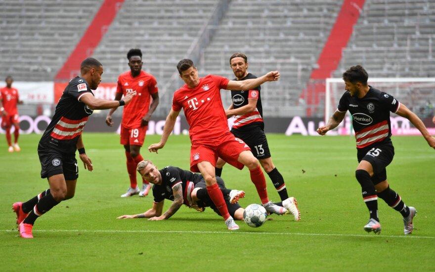 """""""Bayern"""" su Lewandowskiu dar kartą pasismagino Vokietijoje"""