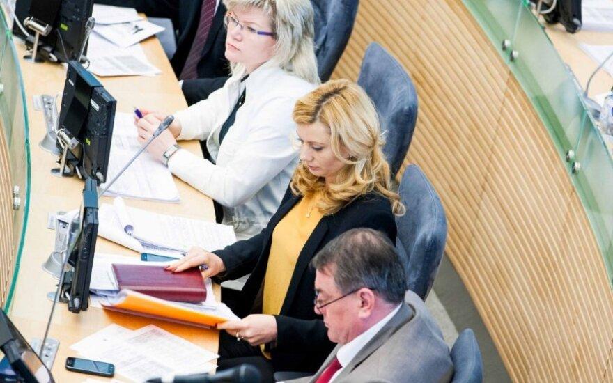 Seimo lenkai nerimsta: kreipimesi į svarbius ES pareigūnus D. Grybauskaitę išvadino apgavike