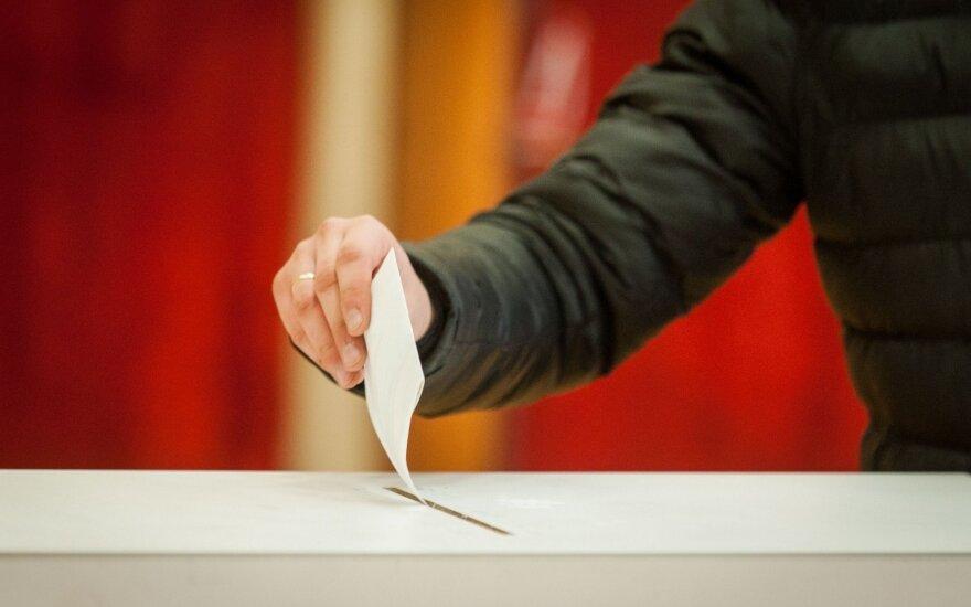 Ministerija siūlo bausti savivaldybes, nesudarančias tinkamų sąlygų balsuoti neįgaliesiems
