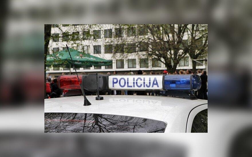 Merginą sužalojęs JAV pilietis policijai pasiskundė dėl rasistinio užpuolimo
