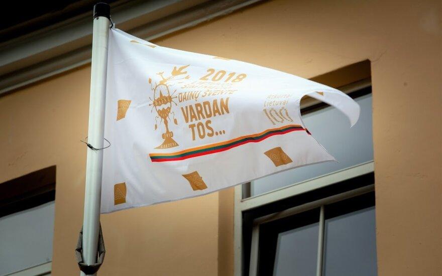 Sostinėje iškilmingai iškelta Dainų šventės vėliava