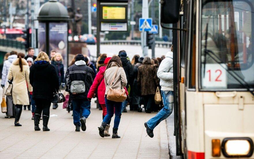 Draudikai šiurpsta: išaugo susižalojusių troleibusuose ir autobusuose skaičius