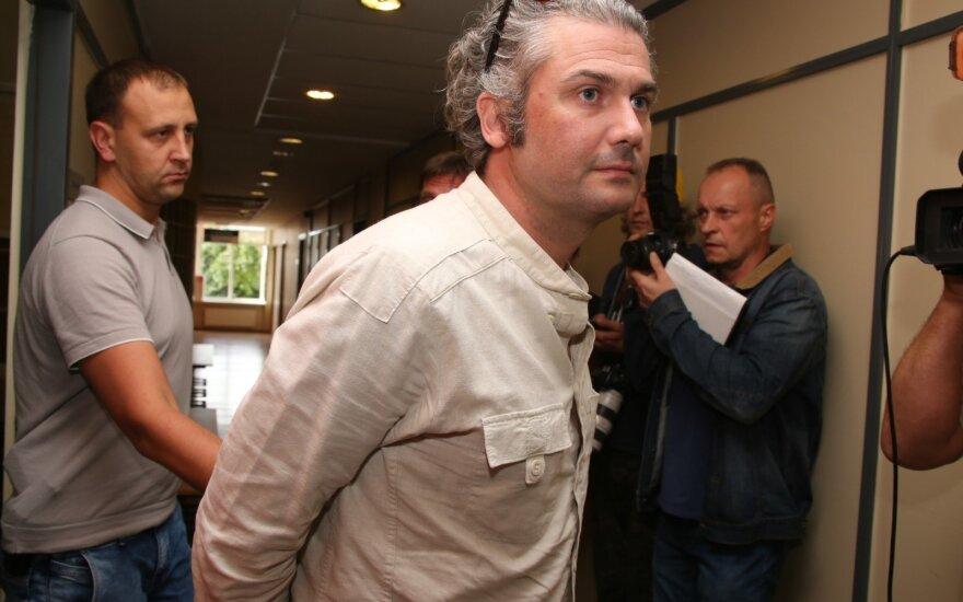 Nigelas Macaulay Westas paleidžiamas į laisvę, tačiau ja mėgausis su tam tikrais apribojimais