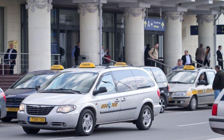 Taksisto dienoraštis: 19-etė siūlė atsiduoti už 11 litų