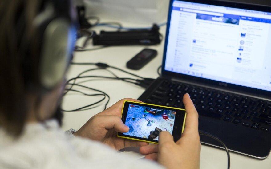 Naujienų skaitymas socialiniuose tinkluose gali tapti grėsme demokratijai: metas išlįsti iš savo burbulo