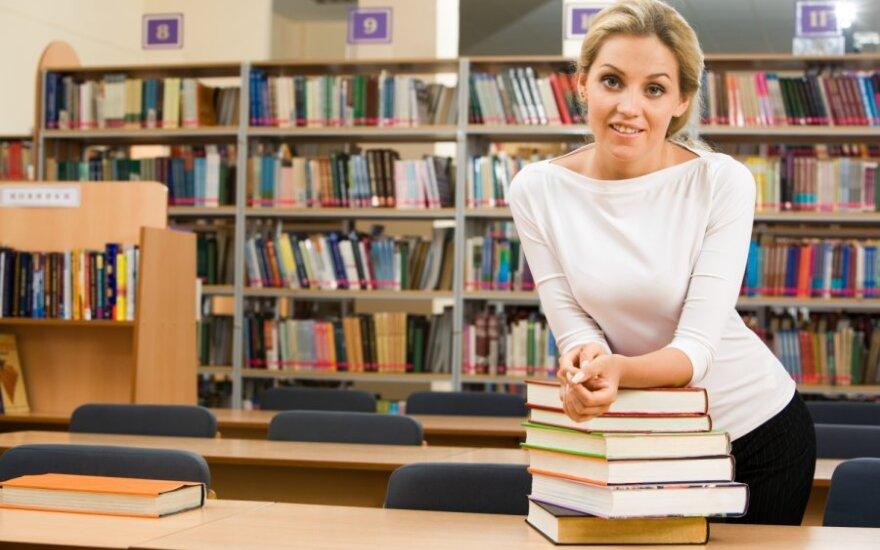 Bibliotekų darbuotojus keičia savitarnos aparatai