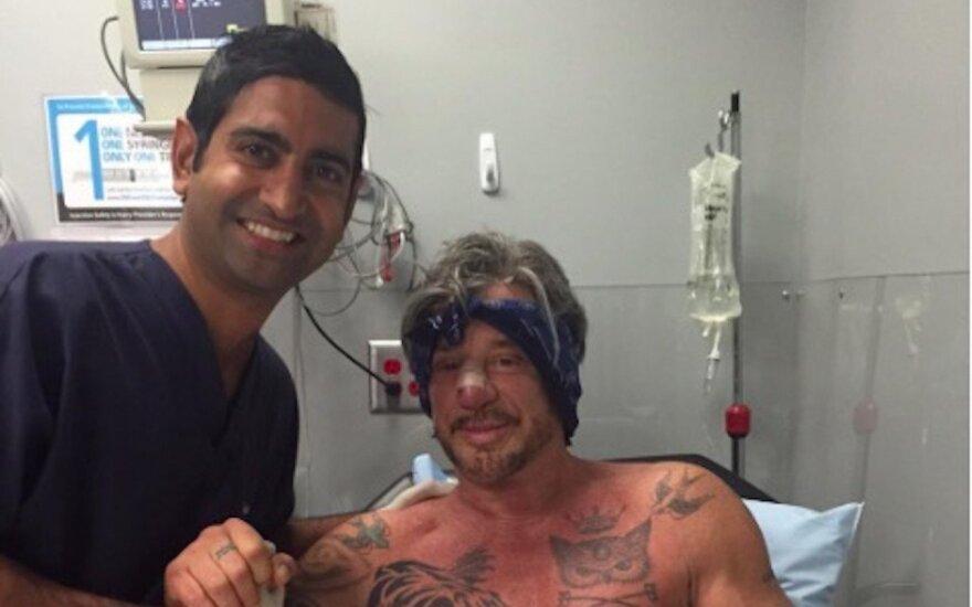 Mickey Rourke po operacijos