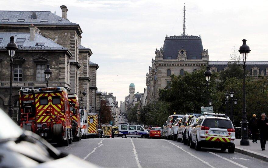 Prancūzijoje dėl kruvinos atakos Paryžiaus policijos būstinėje sulaikyti penki asmenys