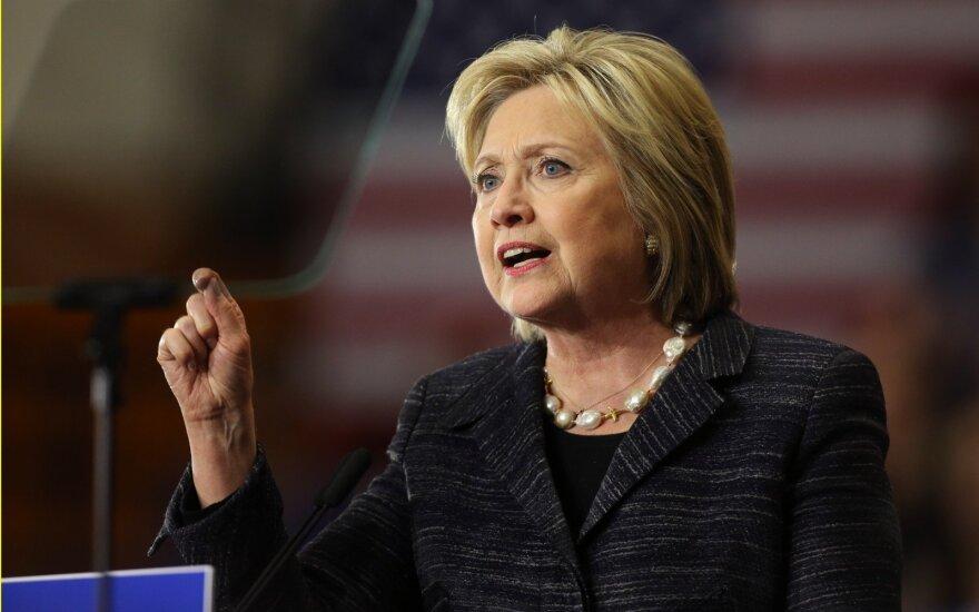 Apklausa: H. Clinton populiarumas kaip niekad nusmukęs