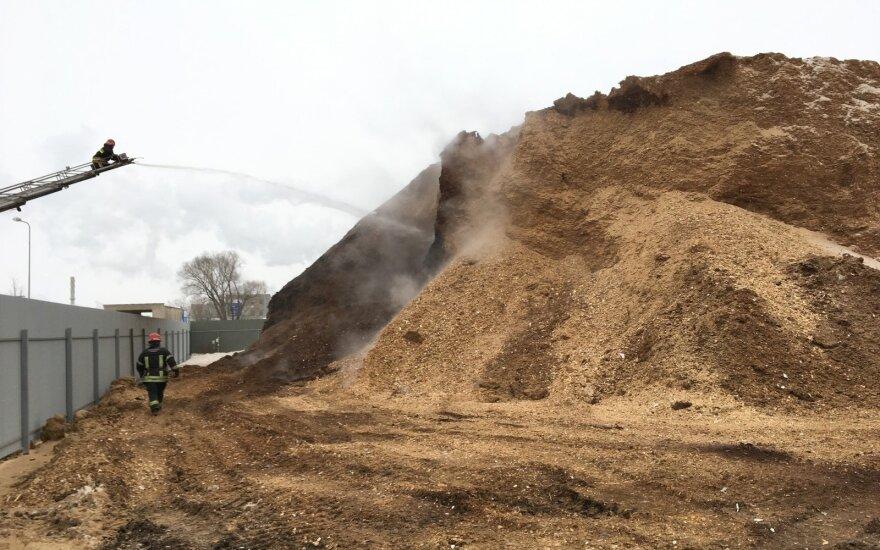 Kėdainiuose, biokuro gamykloje, kilo didelis gaisras