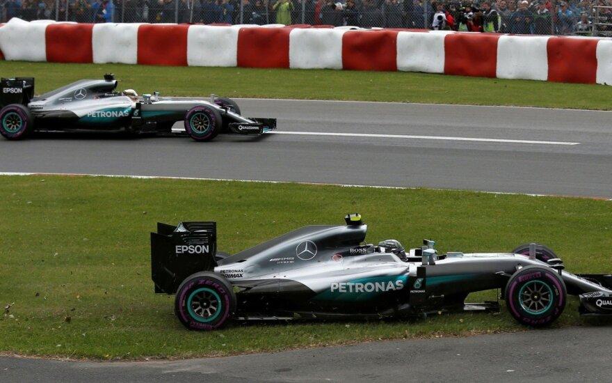 """""""Mercedes"""" vadovai leido L. Hamiltonui ir N. Rosbergui laisvai kovoti tarpusavyje"""
